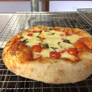阿波小麦のピザ 〜阿波のトマトと無添加チーズ〜