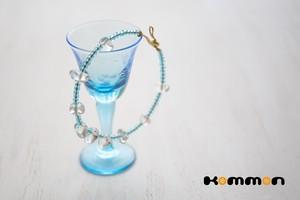 クリスタルと透明ブルーのブレスレット