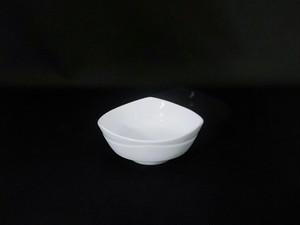 【井上康徳作】白磁刻文三角形 鉢(小)