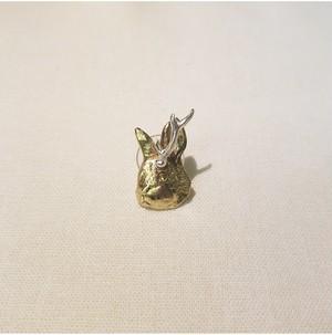 角の生えたウサギのピアス(HOASHIYUSUKE)