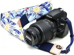 カメラストラップ 4㎝巾 一眼レフ用 両面 紅型デザイン ドラゴンフルーツと八重山の動物たち 青