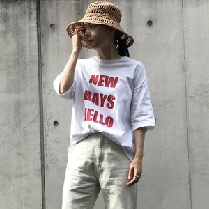 "unscrum ロゴプリントTシャツ ""NEW DAYS HELLO""  RED【20SS】"