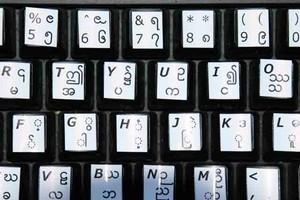 いろいろな言語のキーボードに貼るシールを作ります