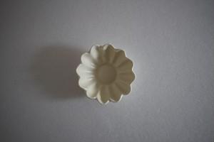 鈴木しのぶ|白釉輪花豆皿
