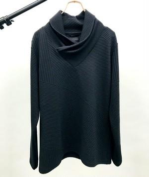Bias Volume Neck Cut & Sewn Black