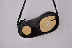 Maison Margiela  / SMALL CAMERA BAG tabi  -GLOSSY LEATHER - ( BLACK )