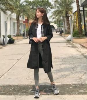 ステンカラーコート スプリングコート ロングコート レディース 2色 ブラック カーキ 薄手 チェスターコート 無地 シンプル 新作