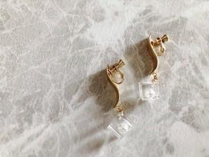 clearcube pearl earring