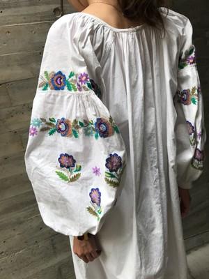 Vintage Ukraina floral embroidery  white cotton dress ( ヴィンテージ ウクライナ 花柄 刺繍 ホワイト コットン ワンピース )
