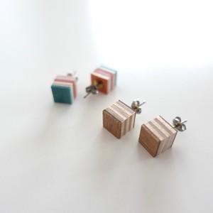 スケートボードの upcyle(アップサイクル) 耳飾り:立方体
