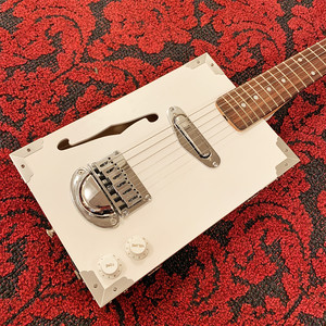 【NEW】Guitar Crazy 《Cigar Box Guitar》 CBG-001 / White