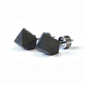22designstudio Rock Earring (Dark Grey) イヤリング CE01001 ブラック