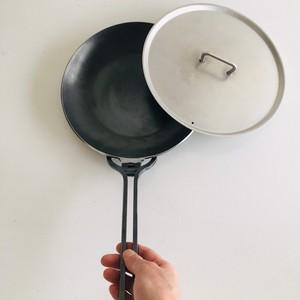 西永工業 鉄製フライパン 小 (蓋、取手付き)