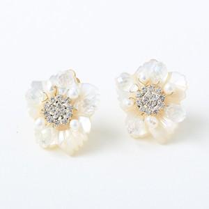 再々入荷) mini flower shell ピアス【P005】