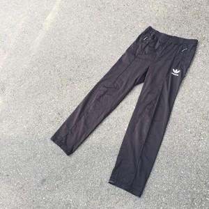 adidas トラックパンツ/ジャージ