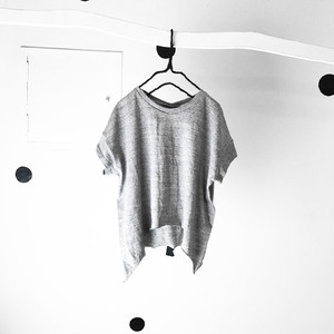 BACK RIBBON DRAPE TEE / WOMEN