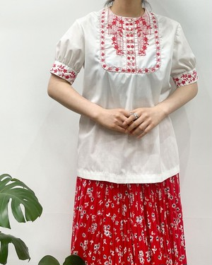 flower embroidery pullover short sleeve blouse 【M位】