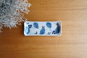 砥部焼/長板皿(小)/ブルー木の葉