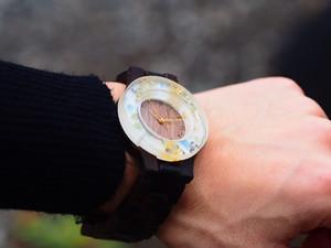 押花と和紙の千代紙をフレームにした銘木黒檀の腕時計