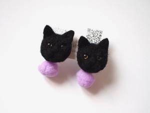 ポンポンイヤリング(黒猫)