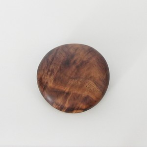木のブローチ maru Black Walnut