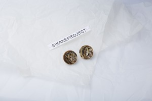 VINTAGE BUTTON PIERCE
