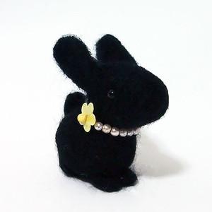 手作りフェルトマスコット「クロウサギ」