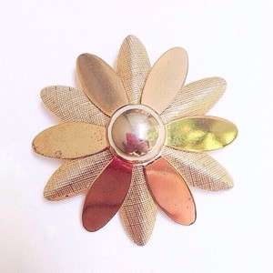 """""""SARAH COV"""" gold daisy brooch[b-91]"""
