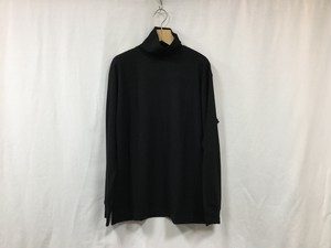 """UNIVERSAL PRODUCTS.""""WOOL TURTLE NECK L/S T-SHIRT BLACK"""""""