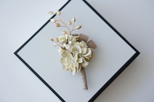 コサージュ*髪飾り(ホワイト&ベージュ)*ゴールド葉あり