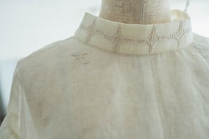 Puff sleeve blouse (White,Black)