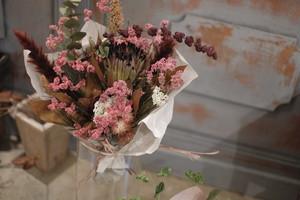 大きめ花束〜個性的な赤い植物達