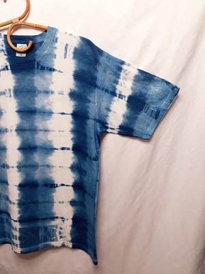手染めのシンプルなTシャツ(藍染)