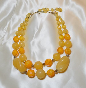 VINTAGE orange beads necklace