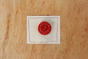 時計のブローチ(赤)