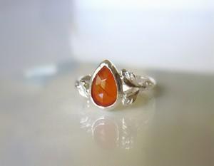オレンジカーネリアンと植物の指輪