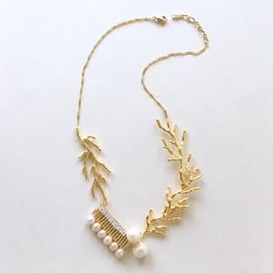 珊瑚ネックレス・ゴールド