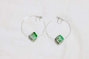 【数量限定】  2 color cube wire earring