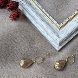 Goldmetal drop Vintage pierce