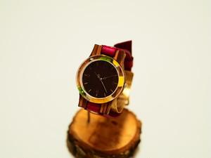 押し花ベゼルの木製腕時計(牛革ベルト)