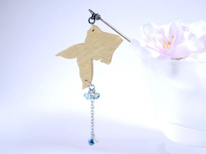 ゆらゆら金魚の簪【夜の金魚(水色×紺青色)】
