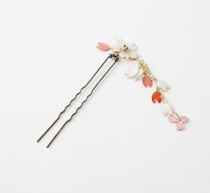 和の趣を楽しむ♪桜と花びらのゆらゆらかんざし