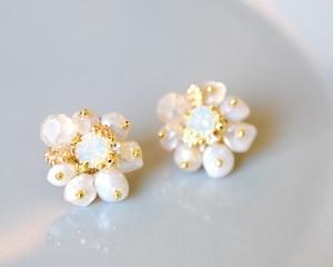 Fleur pearl pierce/earring