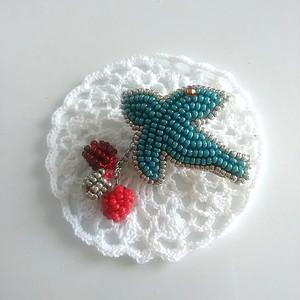 青い鳥のブローチ ビーズ刺繍
