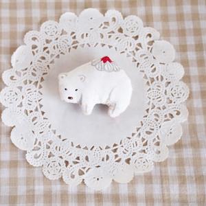 ケーキクマのブローチ(ホワイト)