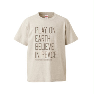 PLAY ON EARTH TEXT T-SHIRT (オートミール)
