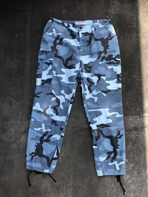 Camouflage wide cargo pants - blue