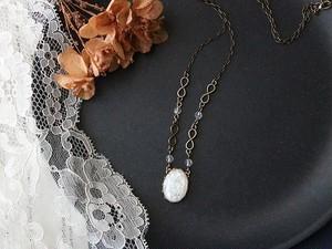 【 Yさまのご予約品 】 パリのパーツがお洒落な ホワイトオパール色のカボション・ネックレス