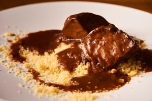 【Carne】牛ホホ肉の赤ワイン煮込み クスクス添え&自家製フォカッチャ 2人前