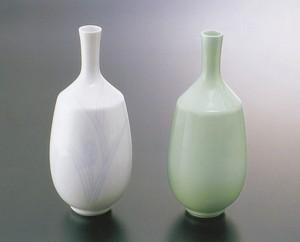 No.3,No.4【井上萬二窯作】小花瓶(白磁染麦彫文、青白磁)
